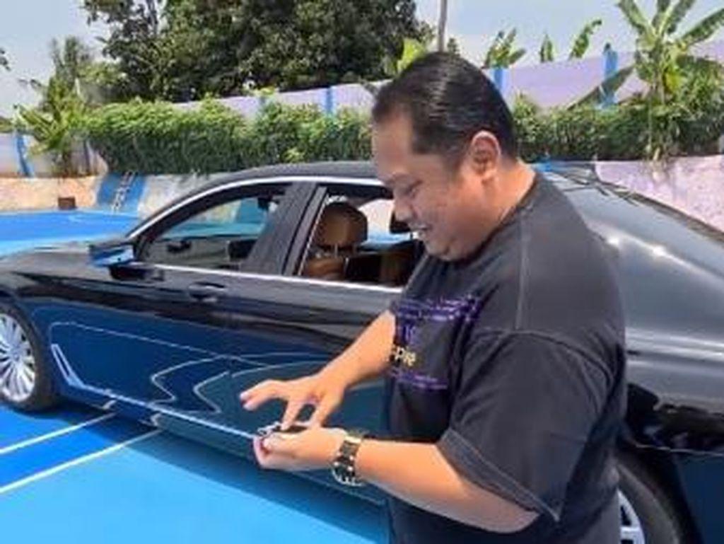 Orang Kaya Mah Bebas, BMW Harga Rp 2,5 M Jadi Mainan Remote Control
