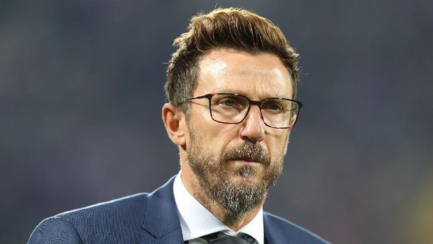 FLORENCE, ITALY - NOVEMBER 03: Eusebio Di Francesco manager of AS Roma looks on during the Serie A match between ACF Fiorentina and AS Roma at Stadio Artemio Franchi on November 3, 2018 in Florence, Italy.  (Photo by Gabriele Maltinti/Getty Images)