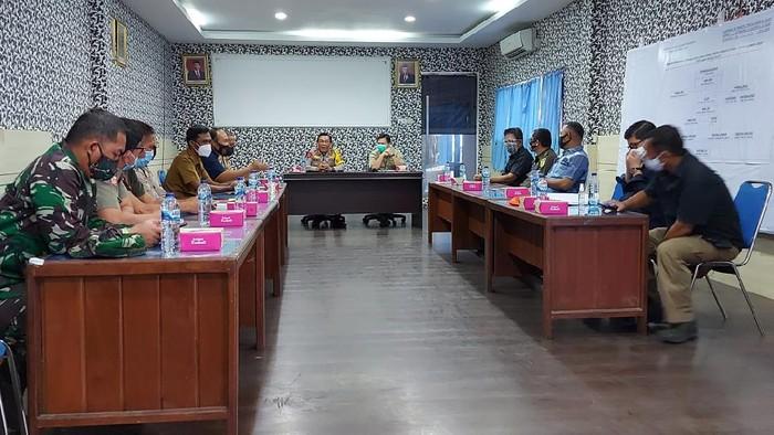 Kapolda Sulut Irjen Panca Putra memimpin rapat dengan stakeholders di Aula Ditlantas Polda Sulut
