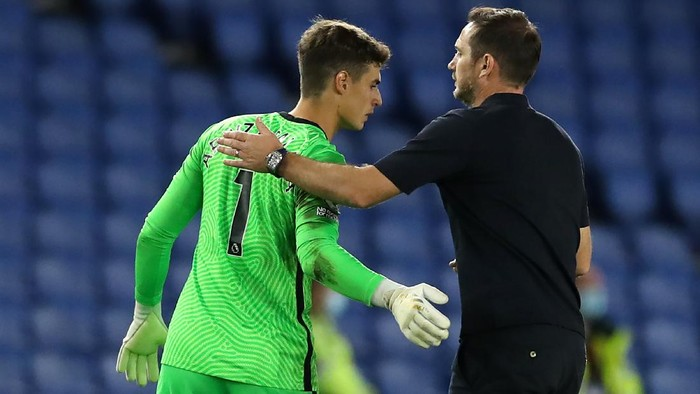 BRIGHTON, ENGLAND - SEPTEMBER 14: Frank Lampard, Manager of Chelsea embraces Kepa Arrizabalaga of Chelsea following the Premier League match between Brighton & Hove Albion and Chelsea at American Express Community Stadium on September 14, 2020 in Brighton, England. (Photo by Peter Cziborra/Pool via Getty Images)