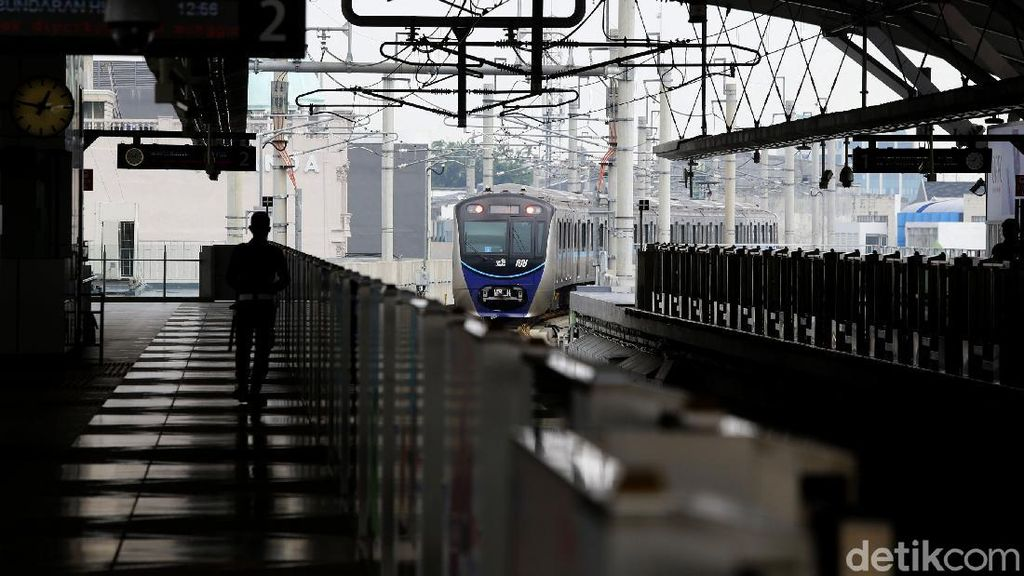 Suasana MRT Jakarta saat PSBB Jakarta Diperketat