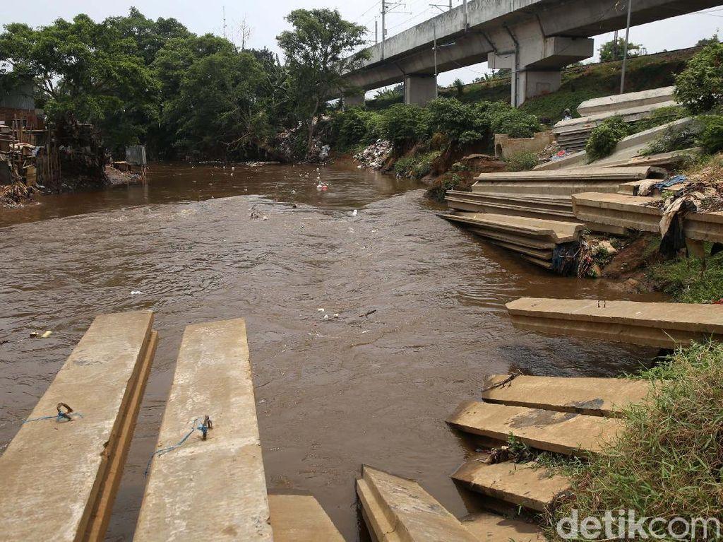 Foto Normalisasi Kali Ciliwung Jaman Anies Mandek