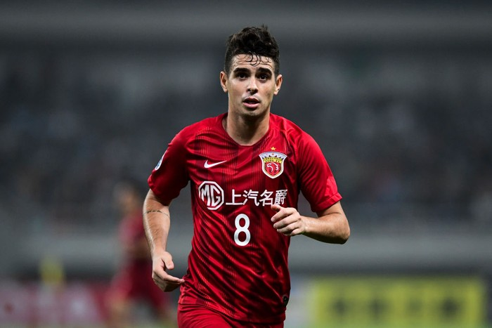 SHANGHAI, CHINA - APRIL 23:  Oscar #8 of Shanghai SIPG reacts during the AFC Champions League Group H match between Sydney FC and Shanghai SIPG at Shanghai Stadium on April 23, 2019 in Shanghai, China. (Photo by Di Yin/Getty Images)