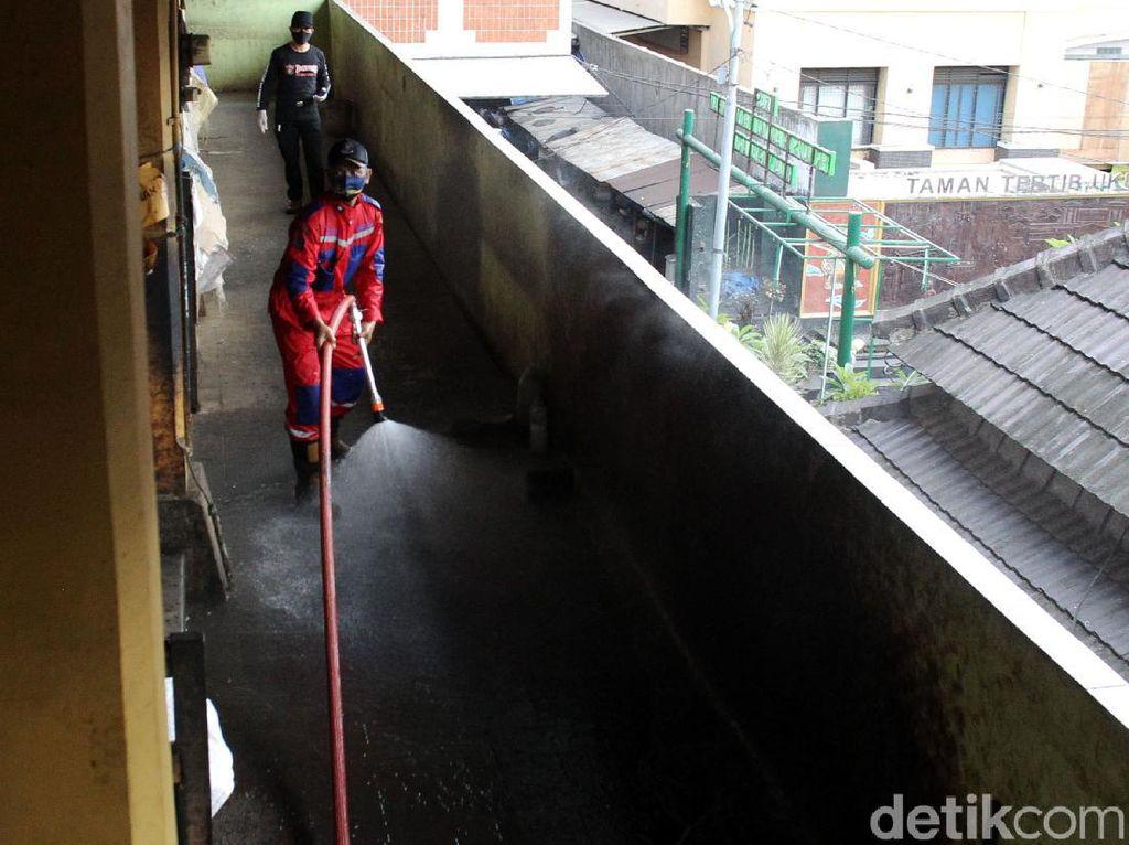 Satu Pedagang Kena Corona, Pasar Beringharjo Disemprot Disinfektan