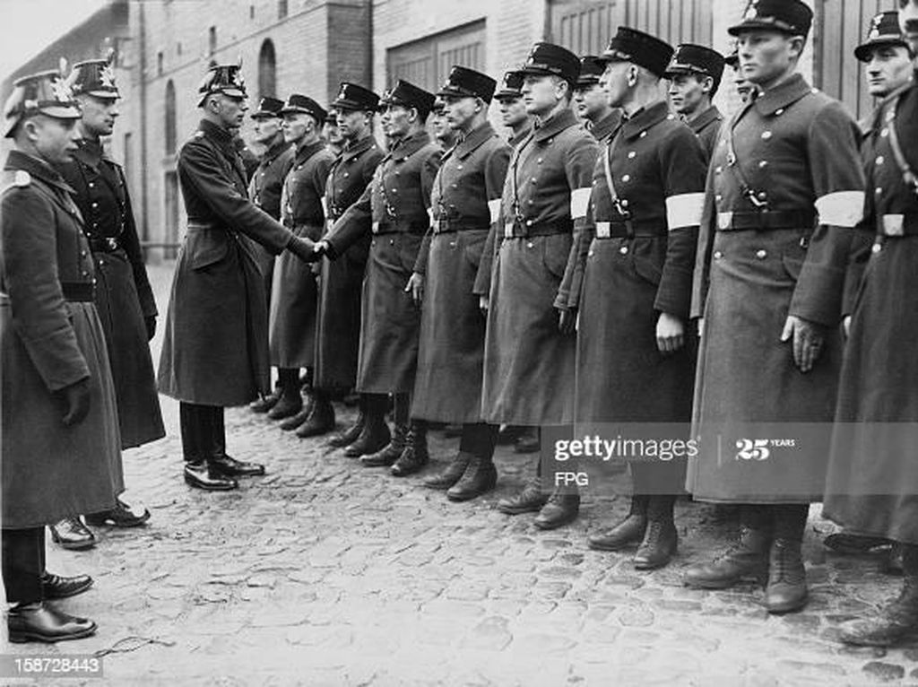 Tentang Schutzstaffel, Pasukan Khusus Intelijen Nazi