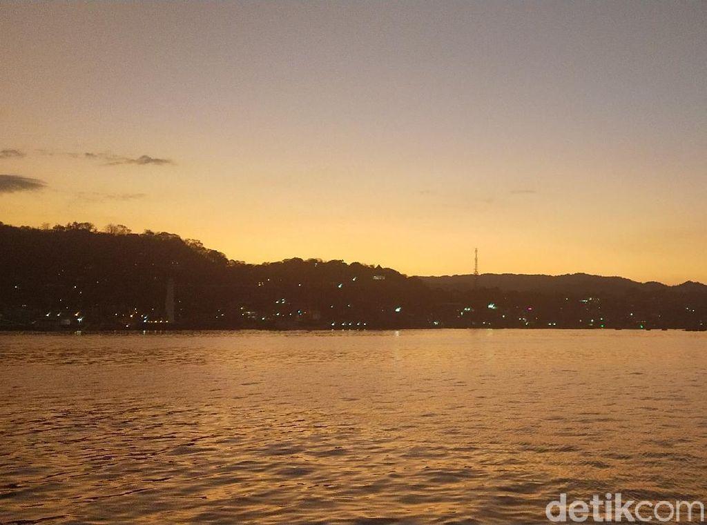 Foto: Sunrise Labuan Bajo dari Lautan