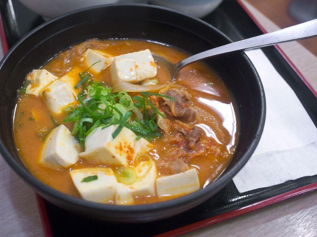Resep Sup Tofu dan Kimchi yang Menyegarkan
