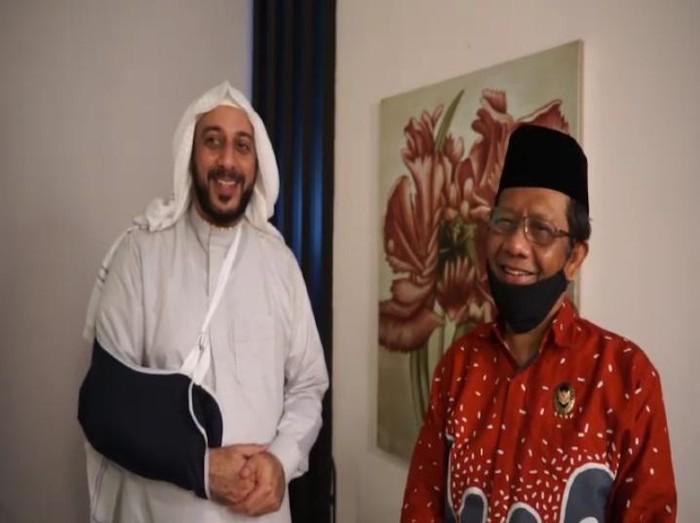 Syekh Ali Jaber dijenguk Menko Polhukam Mahfud Md