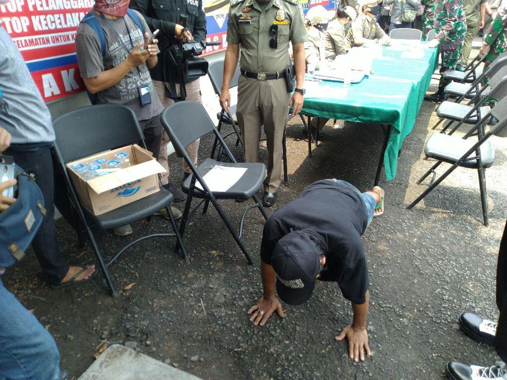 Tak Pakai Masker, Sopir Angkot di Bogor Dihukum Push Up