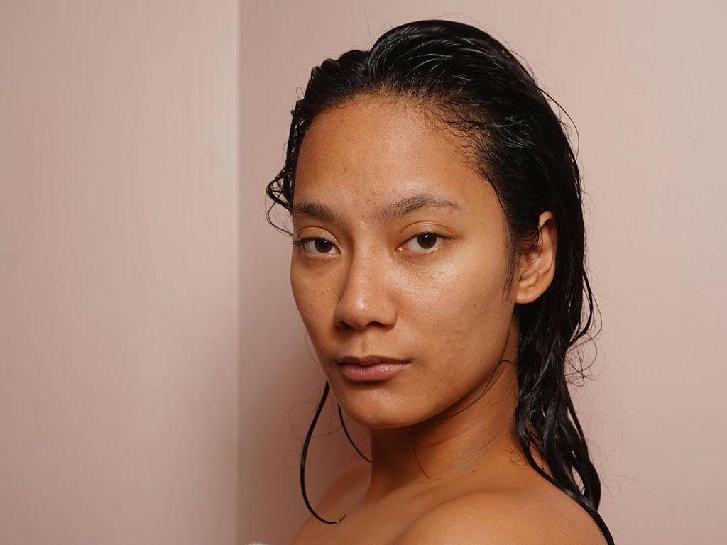 Berbalut Handuk, Tara Basro Pamer Wajah Tanpa Makeup yang Dipuji Netizen