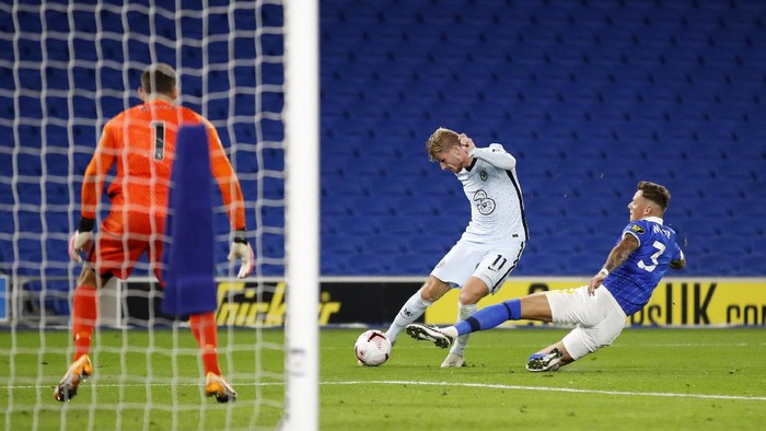 BRIGHTON, ENGLAND - SEPTEMBER 14: Ben White of Brighton and Hove Albion gets injured during a challenge on Timo Werner of Chelsea during the Premier League match between Brighton & Hove Albion and Chelsea at American Express Community Stadium on September 14, 2020 in Brighton, England. (Photo by Peter Cziborra/Pool via Getty Images)