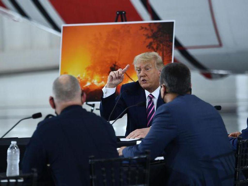 Trump Sangkal Perubahan Iklim Dalang Kebakaran Hutan AS