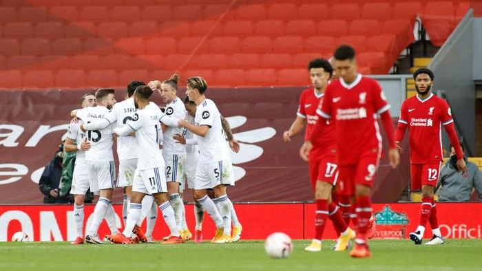LIVERPOOL, ENGLAND - SEPTEMBER 12: Liverpool  players look dejected as Mateusz Klich of Leeds United celebrates with teammates after scoring his teams third goal during the Premier League match between Liverpool and Leeds United at Anfield on September 12, 2020 in Liverpool, England. (Photo by Phil Noble - Pool/Getty Images)