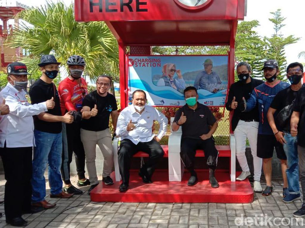 Manjakan Wisatawan, 40 Charging Station Dipasang di Pantai Pangandaran