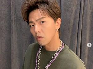 Penyanyi Alien Huang Meninggal, Diduga Jatuh di Kamar Mandi