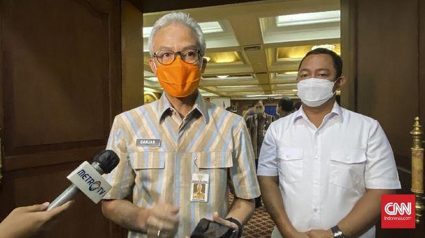 Gubernur Jateng Ganjar Pranowo dan Wali Kota Semarang Hendrar Prihadi usai melakukan Rakor Penanganan Covid-19 di Kantor Gubernur Jateng, Selasa, (15/9).