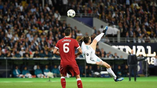 KIEV, UKRAINE - MAY 26:   Gareth Bale of Real Madrid celebrates scoring his side's second goal during the UEFA Champions League Final between Real Madrid and Liverpool at NSC Olimpiyskiy Stadium on May 26, 2018 in Kiev, Ukraine. (Photo by Michael Regan/Getty Images)