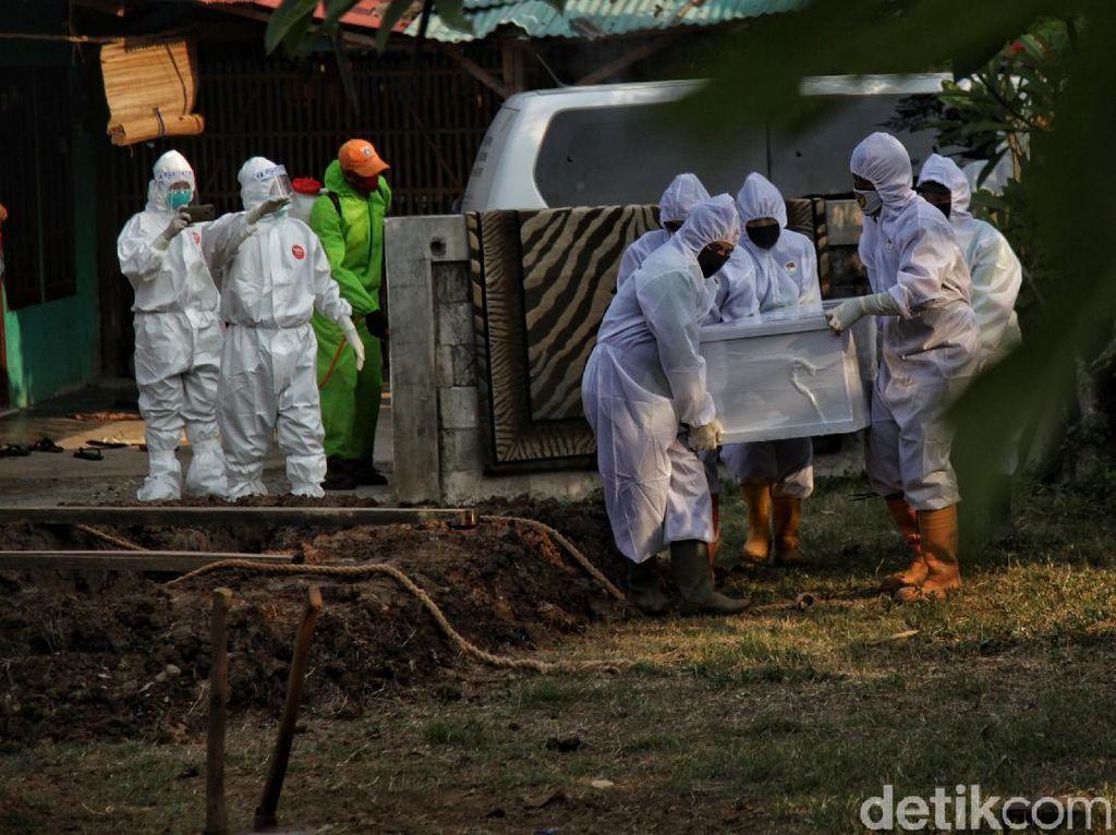 12 Hal Ini Tingkatkan Risiko Kematian akibat COVID-19 di Indonesia