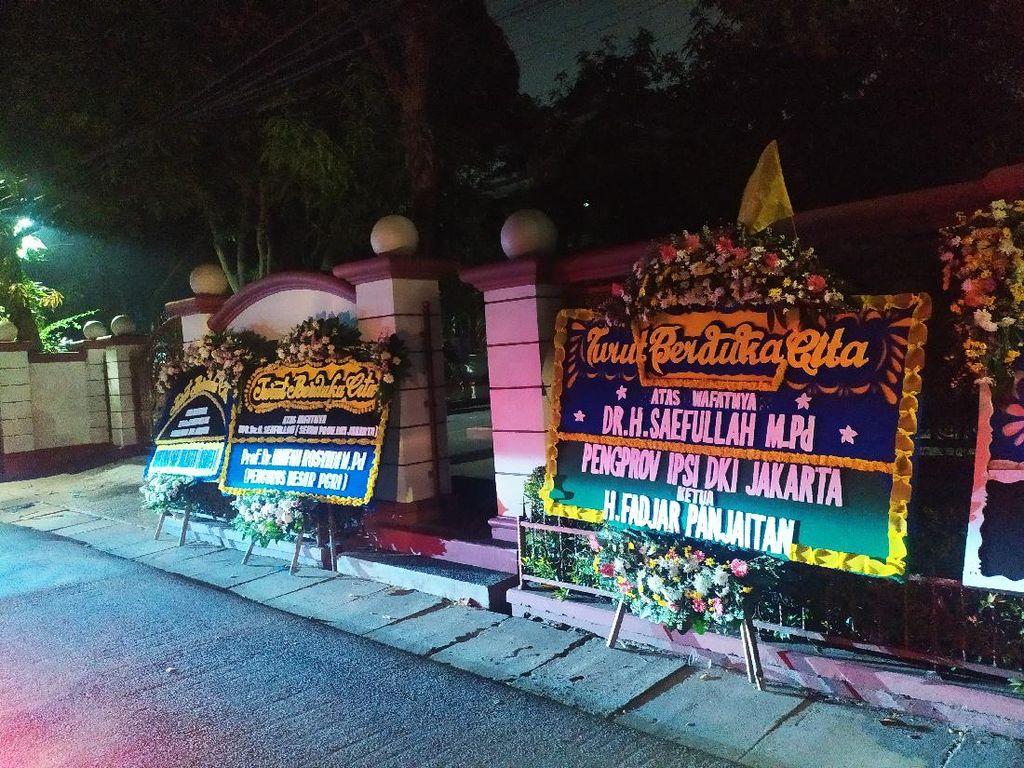 Kediaman Sekda DKI Jakarta Dipenuhi Karangan Bunga