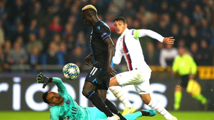 BRUGGE, BELGIUM - OCTOBER 22: Krepin Diatta of Club Brugge scores a goal which is disallowed during the UEFA Champions League group A match between Club Brugge KV and Paris Saint-Germain at Jan Breydel Stadium on October 22, 2019 in Brugge, Belgium. (Photo by Catherine Ivill/Getty Images)