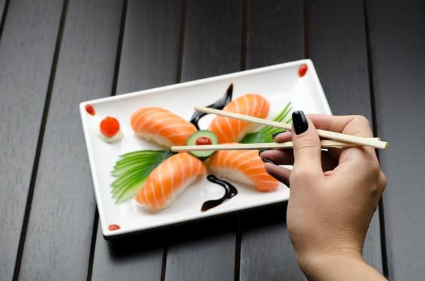 fatty fish seperti ikan salmon merupakan makanan sehat untuk tidur lebih nyenyak