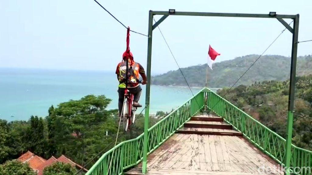 Melihat Wisata Kreatif Bukit Cienong Sukabumi