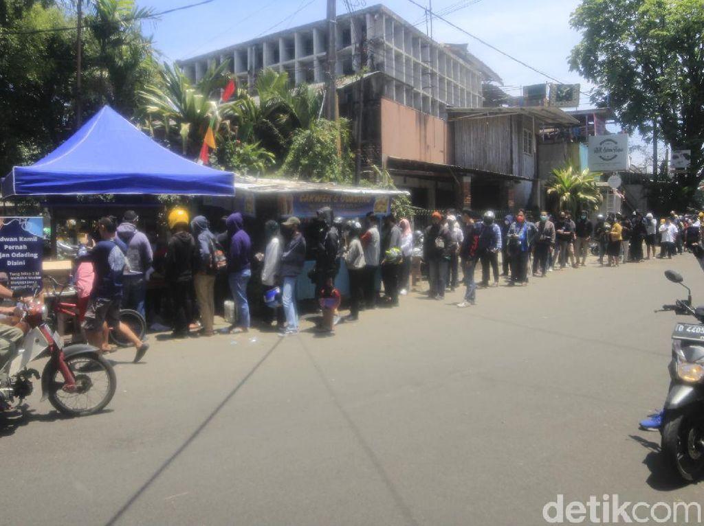 Viral Odading Mang Oleh, Warga Rela Antre Berjam-jam di Bandung