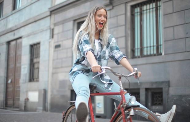bersepeda dapat menjadi olahraga untuk meningkatkan kesehatan mental