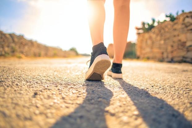 jalan kaki merupakan salah satu olahraga untuk meningkatkan kesehatan mental