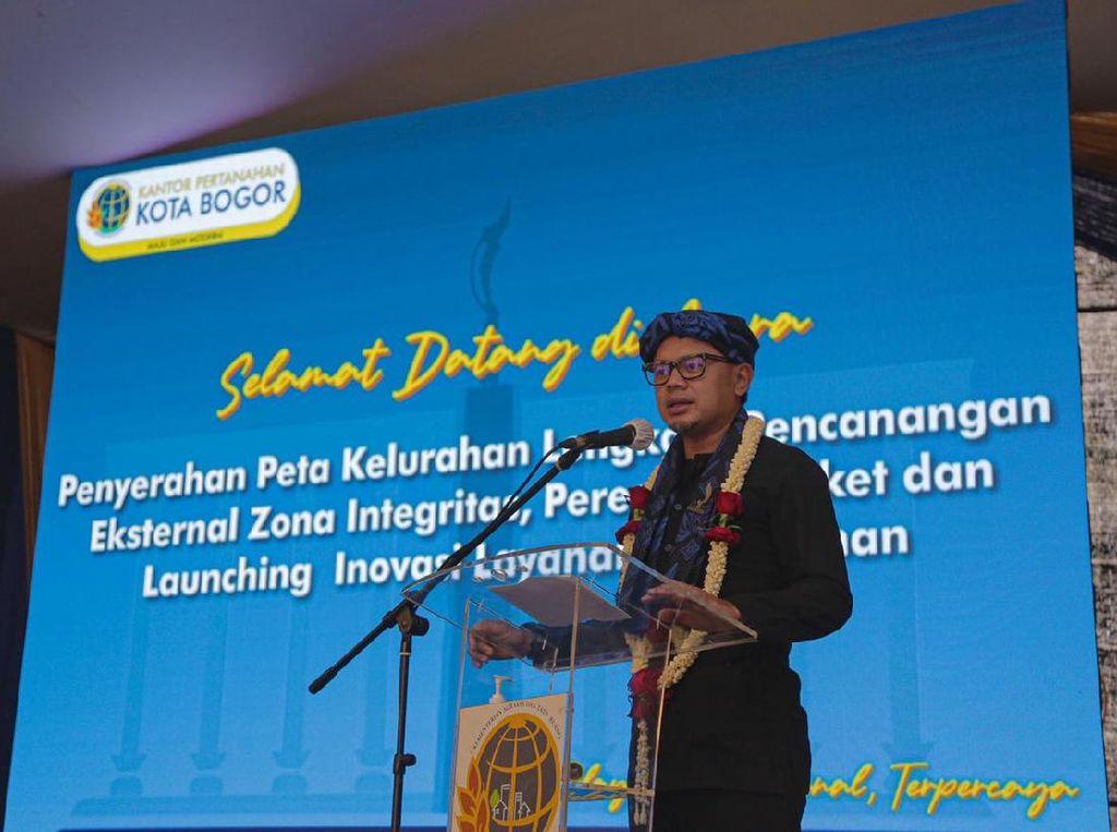 BPN Kota Bogor Serahkan 30 Peta Kelurahan Lengkap ke Bima Arya