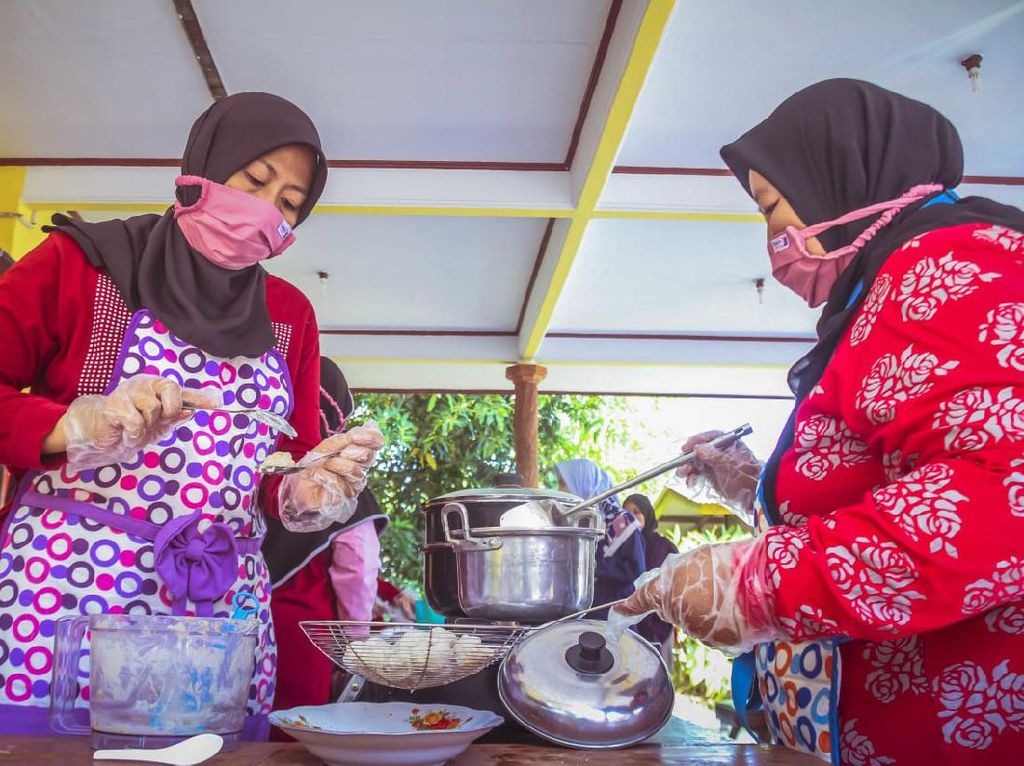 Ada Corona, Ibu-ibu di Indramayu Getol Jualan Online Olahan Ikan