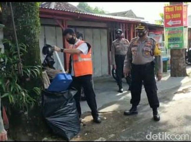 Joget Bareng Pegawai Tanpa Masker, Plt Kepala BKD Blora Dihukum Nyapu