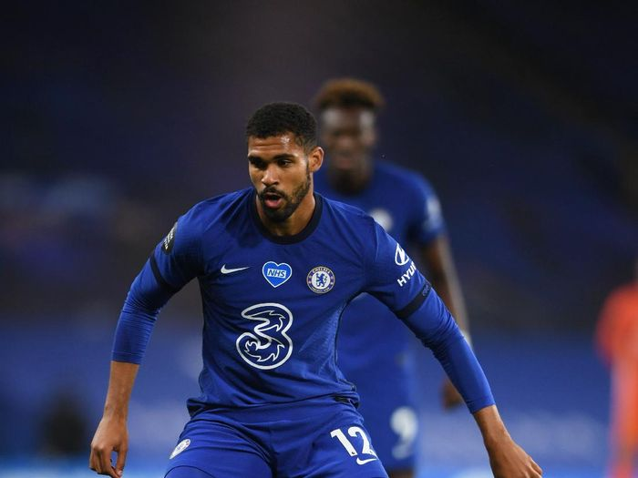 LONDON, ENGLAND - JULY 04: Ruben Loftus-Cheek of Chelsea runs with the ball during the Premier League match between Chelsea FC and Watford FC at Stamford Bridge on July 04, 2020 in London, England. Football Stadiums around Europe remain empty due to the Coronavirus Pandemic as Government social distancing laws prohibit fans inside venues resulting in all fixtures being played behind closed doors. (Photo by Mike Hewitt/Getty Images)