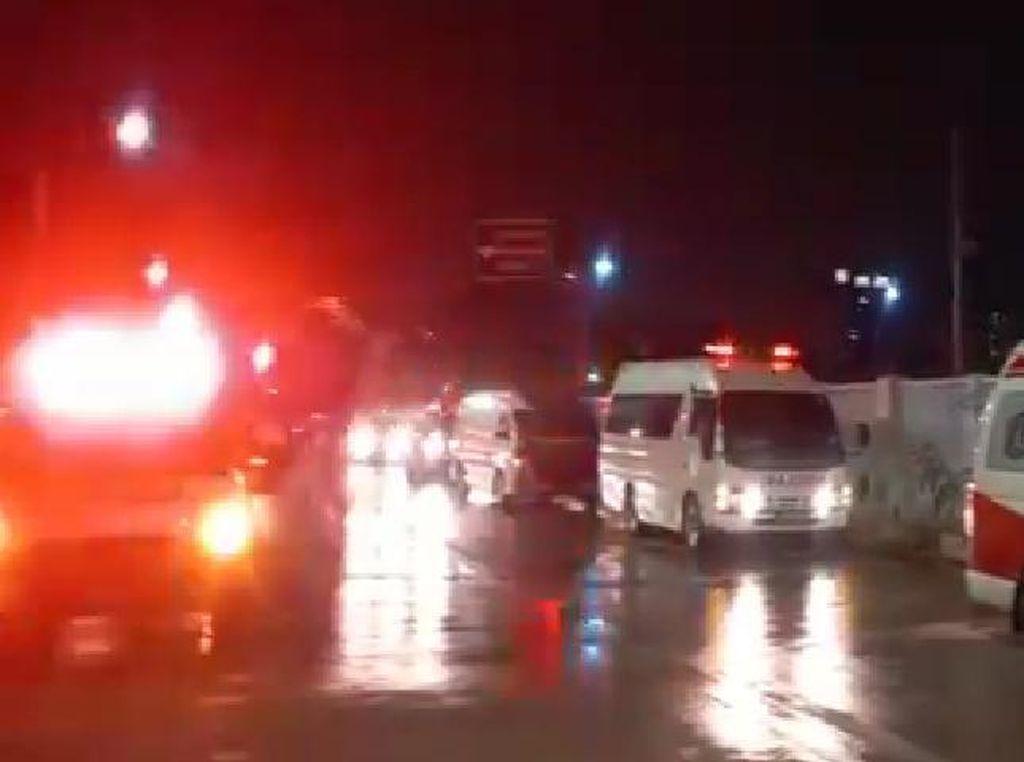 Penampakan Antrean Ambulans Hendak Masuk RSD Wisma Atlet