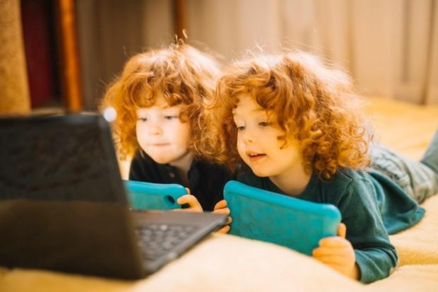 Meskipun kembar identik berasal dari satu telur yang telah dibuahi yang berisi satu set instruksi genetik, masih ada kemungkinan untuk anak kembar identik untuk memiliki perbedaan serius dalam susunan genetiknya.