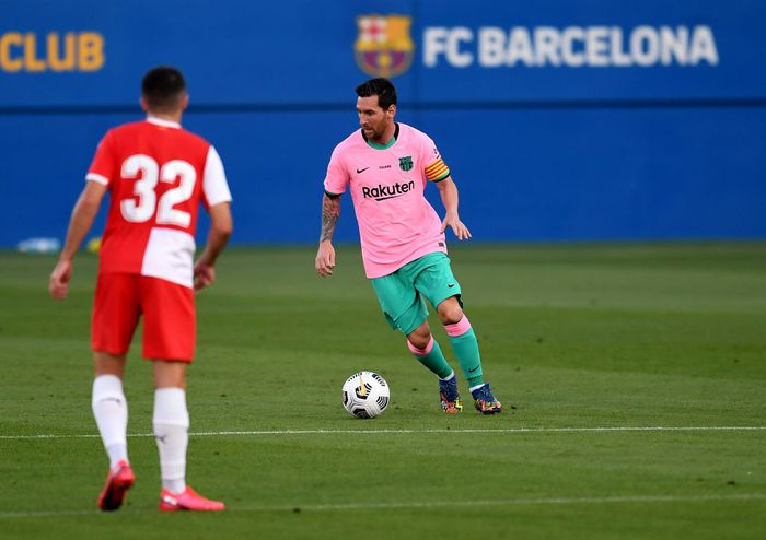 BARCELONA, SPAIN - SEPTEMBER 16: Lionel Messi of Barcelona runs with the ball during the pre-season friendly match between FC Barcelona and Girona at Estadi Johan Cruyff on September 16, 2020 in Barcelona, Spain. (Photo by David Ramos/Getty Images)