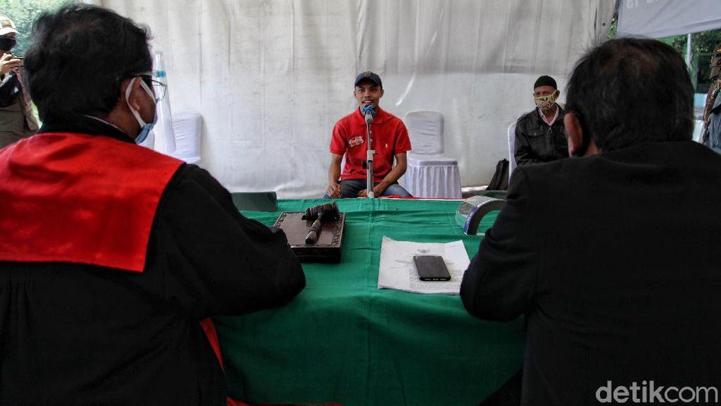 Foto Pelanggar PSBB Disidang di Tempat
