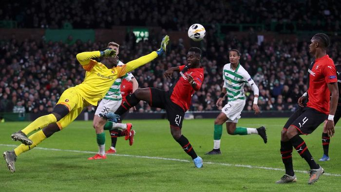 GLASGOW, SCOTLAND - NOVEMBER 28: Edouard Mendy of Stade Rennais FC makes a save during the UEFA Europa League group E match between Celtic FC and Stade Rennes at Celtic Park on November 28, 2019 in Glasgow, United Kingdom. (Photo by Ian MacNicol/Getty Images)