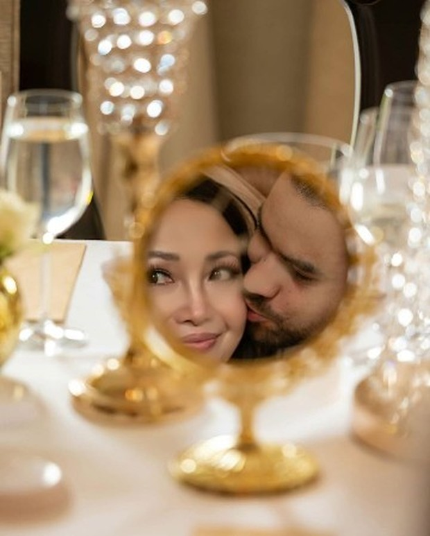 Potret bahagia pernikahan Chef Marinka dan Peter Lufting.