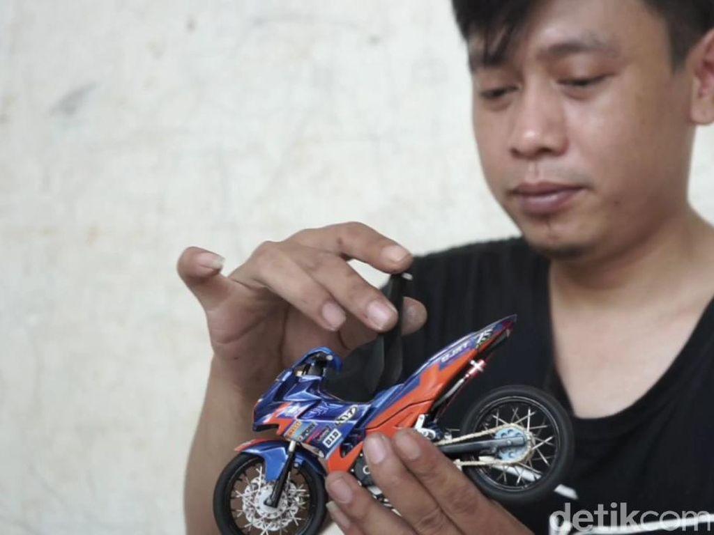 Keren! Pria Asal Subang Ini Ubah Paralon Jadi Miniatur Motor