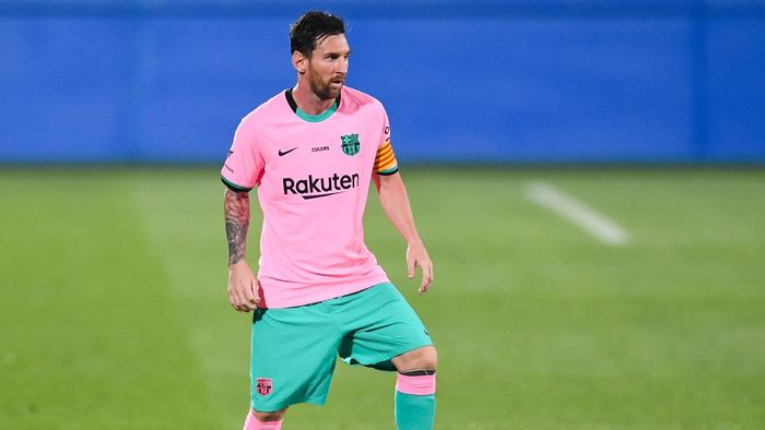 BARCELONA, SPAIN - SEPTEMBER 16: Lionel Messi of FC Barcelona runs with the ball during the during the pre-season friendly match between FC Barcelona and Girona at Estadi Johan Cruyff on September 16, 2020 in Barcelona, Spain. (Photo by David Ramos/Getty Images)