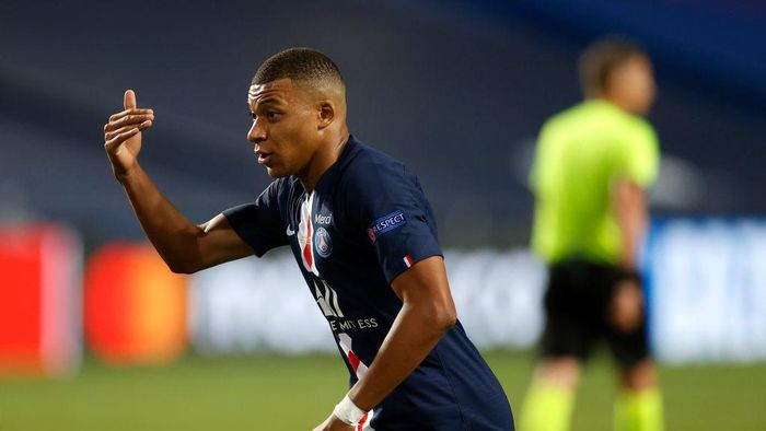 LISBON, PORTUGAL - AUGUST 23: Kylian Mbappe of Paris Saint-Germain gestures during the UEFA Champions League Final match between Paris Saint-Germain and Bayern Munich at Estadio do Sport Lisboa e Benfica on August 23, 2020 in Lisbon, Portugal. (Photo by Matt Childs/Pool via Getty Images)