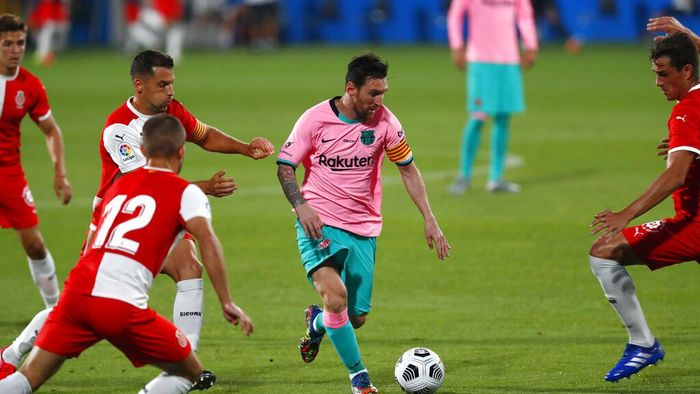 Barcelonas Lionel Messi, centre, in action during the pre-season friendly soccer match between Barcelona and Girona at the Johan Cruyff Stadium in Barcelona, Spain, Wednesday, Sept. 16, 2020. (AP Photo/Joan Monfort)