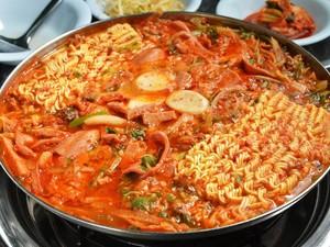 5 Olahan Mie Korea yang Nikmat, Japchae hingga Budae Jjigae