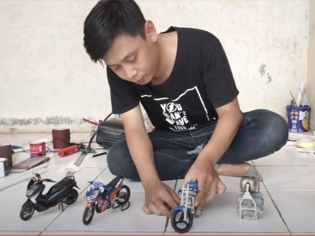 Efek Corona, Pria di Subang Bikin Miniatur Motor dari Paralon