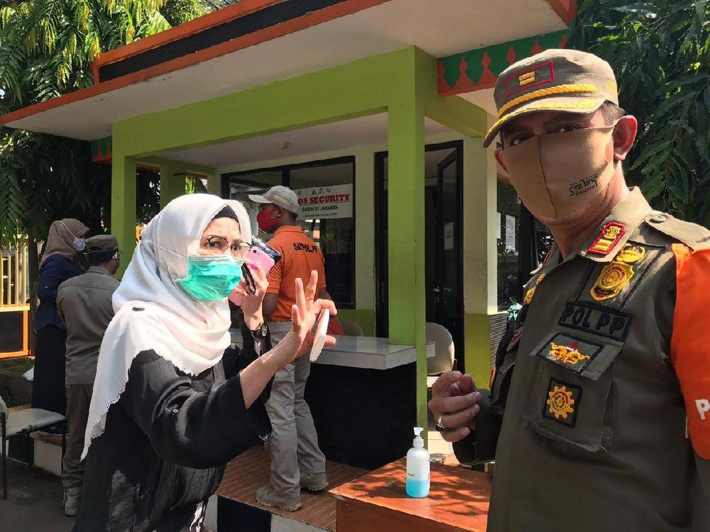 Ditegur Petugas karena Turunkan Masker ke Dagu, Penumpang Mobil Ini Protes