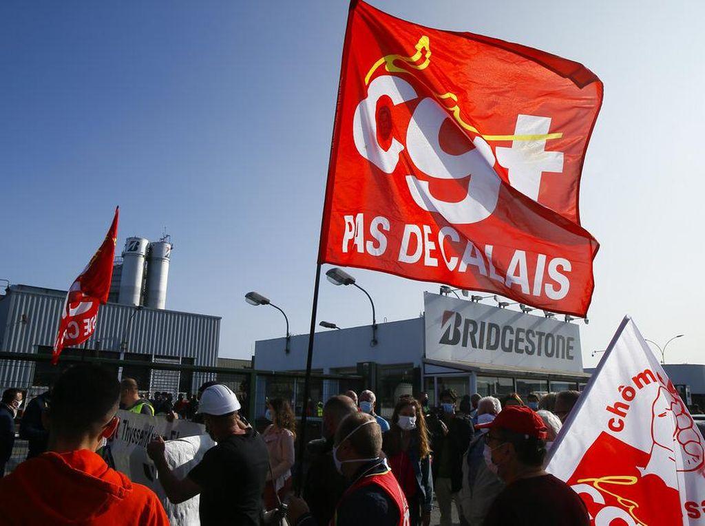 Pegawai Bridgestone Prancis Demo Usai Pabrik Ditutup