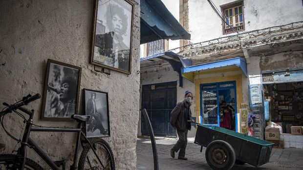A picture taken in the Moroccan coastal city of Essaouira shows portraits of late US guitarist Jimi Hendrix on September 10, 2020. - Some claim to have seen him, others to have spoken with him -- 50 years after guitar legend Jimi Hendrix's untimely death, a village on Morocco's Atlantic coast pulsates with his memory. In the Summer of 1969, Hendrix, the pioneering US guitar wizard whose whose hits included