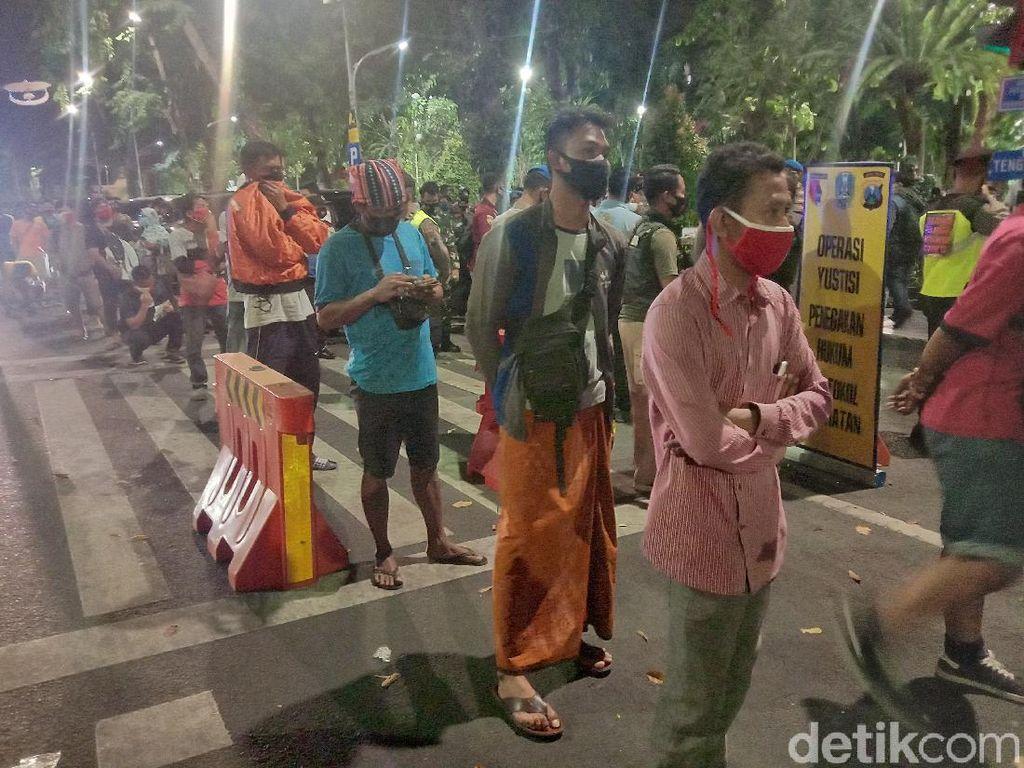 Ratusan Warga Surabaya Terciduk Pemburu Protokol Kesehatan, Didenda Rp 52 Ribu