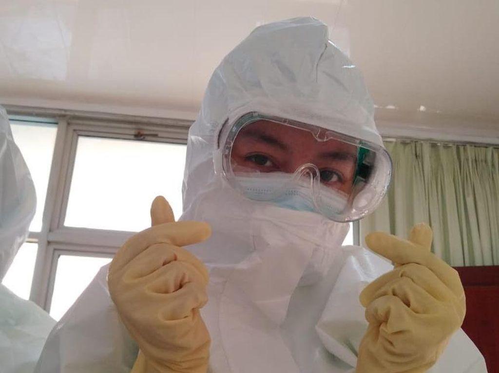 Viral Bikin Terenyuh, Perawat Pasien Corona Lepas Masker Sambil Kesakitan